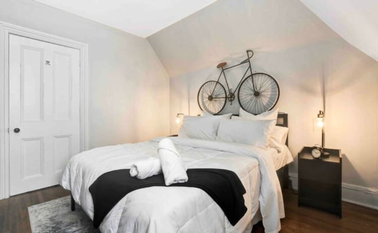 Cozy Studio Apartment-Steps To Bank/Elgin Street