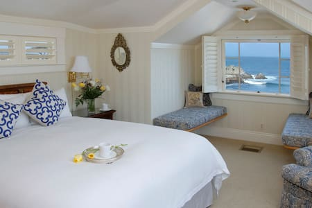 Oceanfront Rocky Shores Room at Seven Gables - Pacific Grove