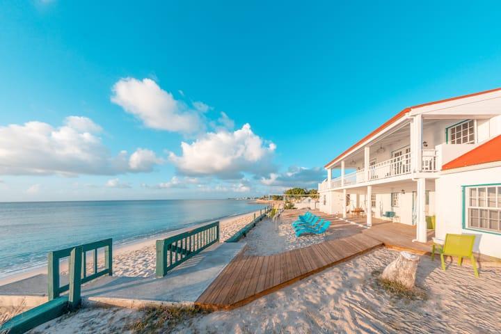 Simon's House - Beach Front Home, Grand Turk