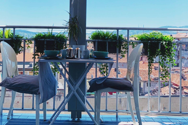 Vista dal balcone sulla città, Basilica di Superga, Mole Antonelliana e Tetti Torinesi