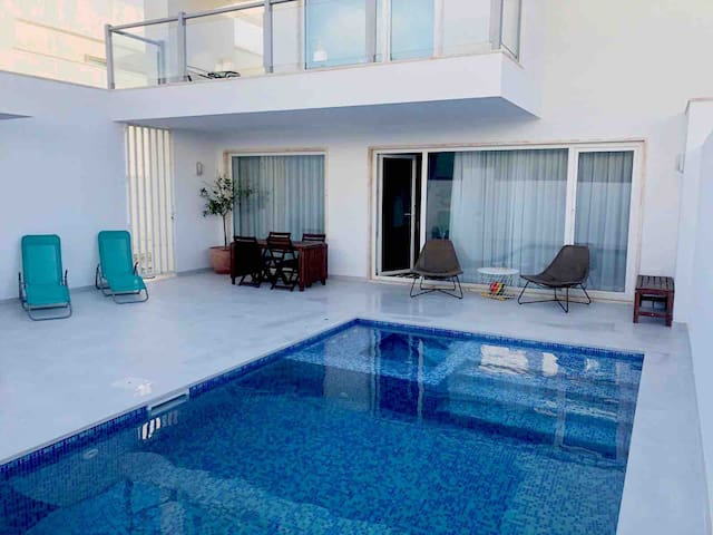 Villa in Lagos private pool and jacuzzi near Beach