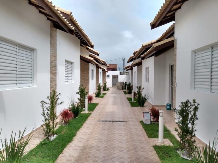 Casa com piscina individual em  Itanhaém