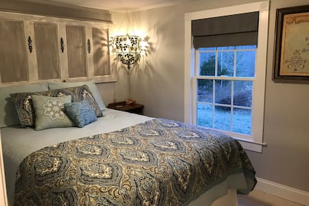 Comfy private guest suite near downtown