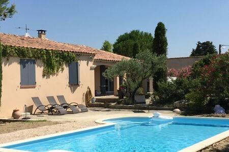 Maison Provençale avec Piscine tout confort - Jonquières
