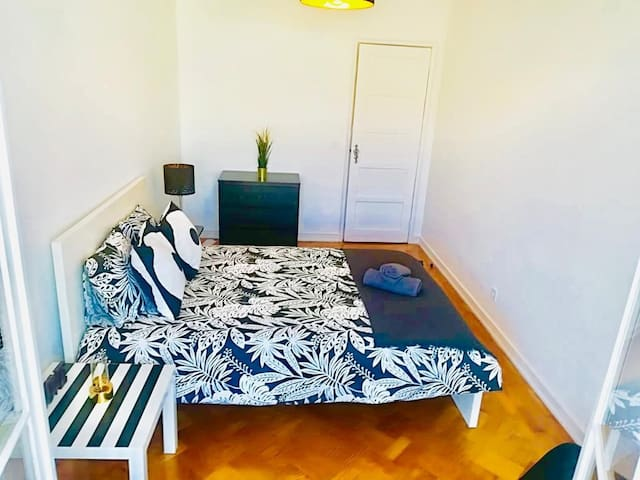 --- Double room in Alameda, city centre