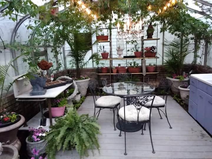 Lisa's Garden Getaway -private floor of large home