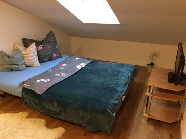 Tolles Zimmer mit eigenem Bad und viel Flair