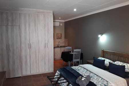 Wisteria Lane - Room 3