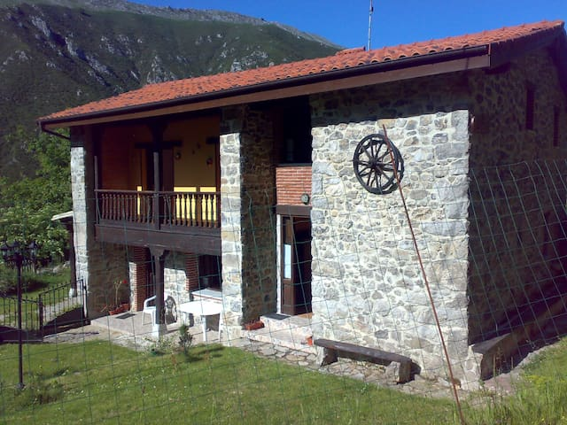 La Nozal (jardín, parrilla, piscina..)