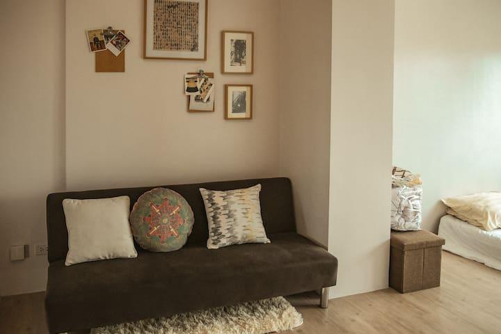 Cozy 1 bedroom @ Studio A katipunan w/ fast wifi