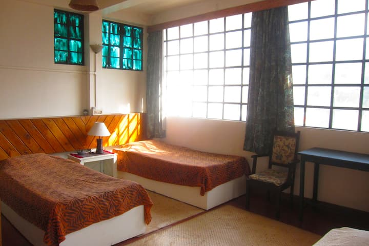 Shillong- sunny, spacious room- heart of town.