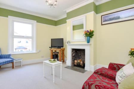 A gorgeous Victorian 2 bed flat - Surbiton - Daire