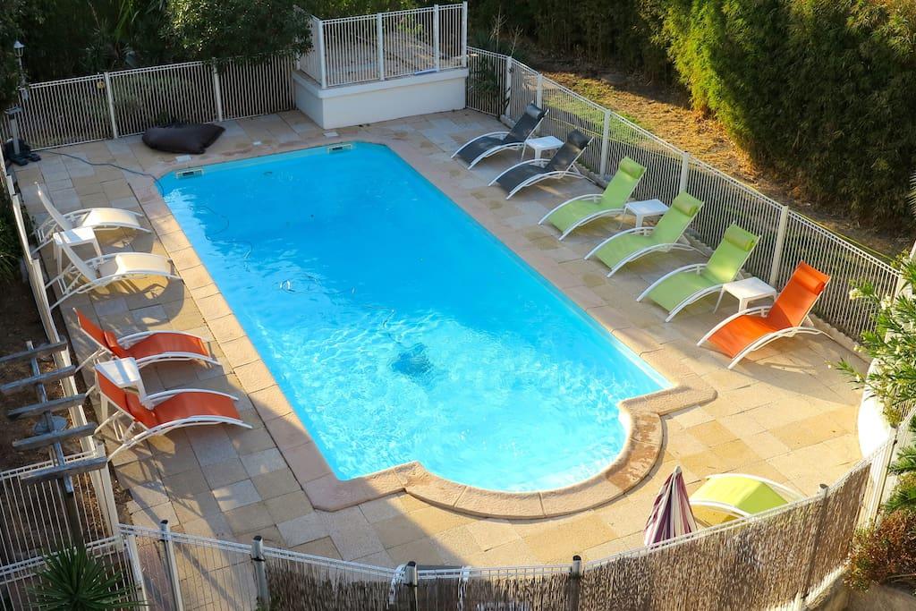 En saison, la piscine est accessible GRATUITEMENT