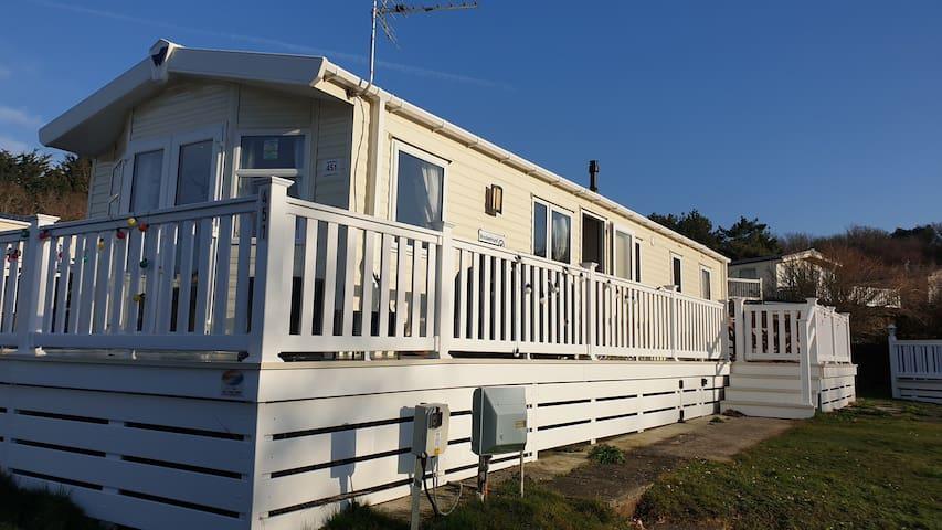 Lovely Pet Friendly lodge in Seaside Location