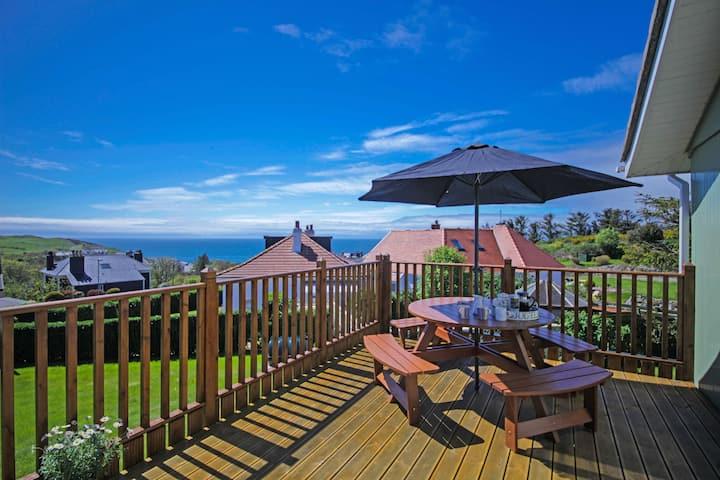 Cedar Lodge / Next to Golf Course / Wonderful Sea Views