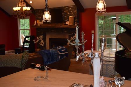 Cozy room in historic Meridian Hills (BEER ON TAP) - 인디애나폴리스