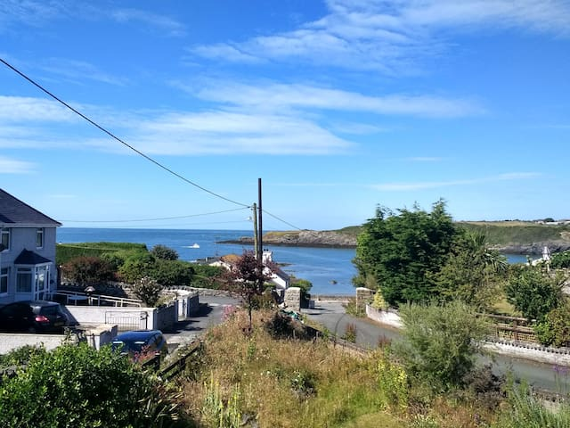 Sunny room with stunning sea views in Cemaes Bay