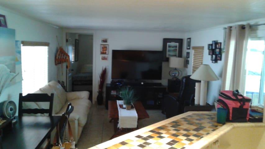 Havasu Retreat - $500 Wkly/$1500 Mthly - レイクハバスシティ