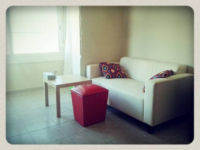 Cozy flat 30 minutes from Barcelona - La Barriada Nova - Appartement