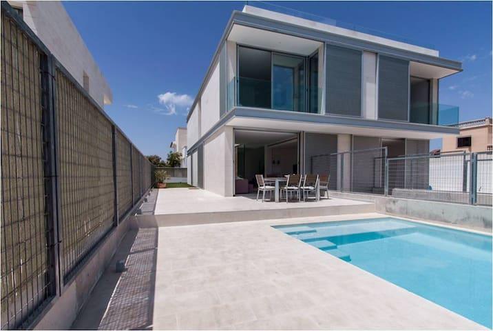 Moderno chalet pareado 2 plantas y piscina privada