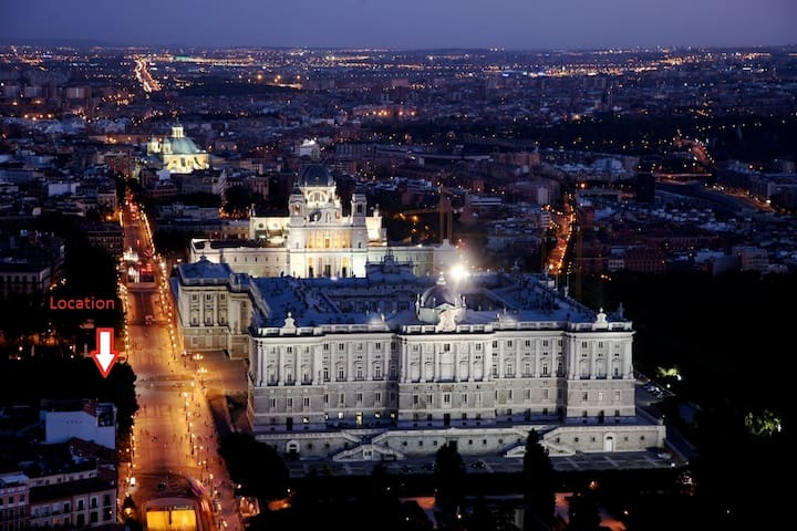 LOW COST ROYAL PALACE APART. BEST AREA OF MADRID