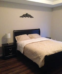 Cozy Atlanta Metro Area Master Bedroom in a House - Snellville - Hus