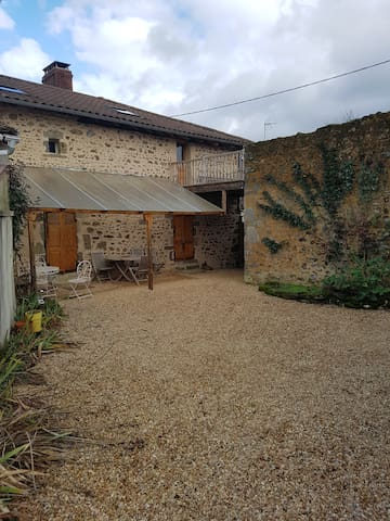 Franklynns , spacious house in the Charente France