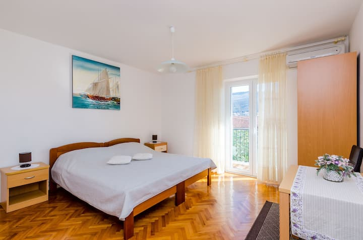 Guest House Vulic - Double Room with Balcony and Shared Bathroom