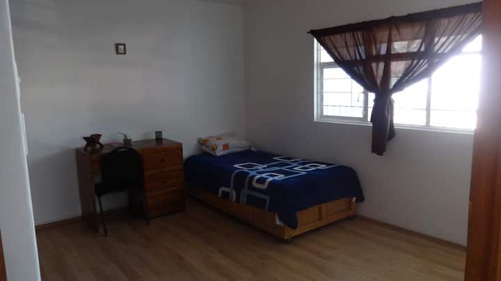 Moderna y confortable habitación privada