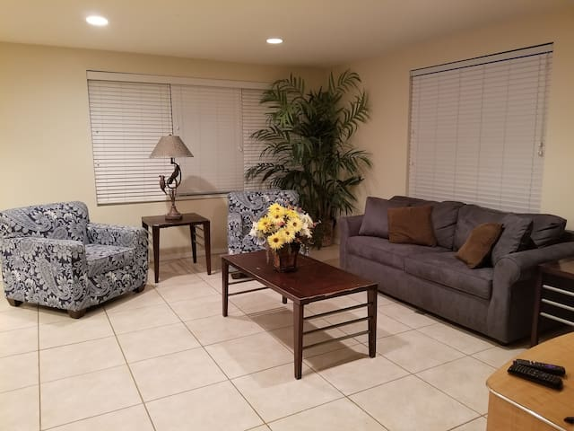 3 Bedroom upstairs unit near beach w/shared pool