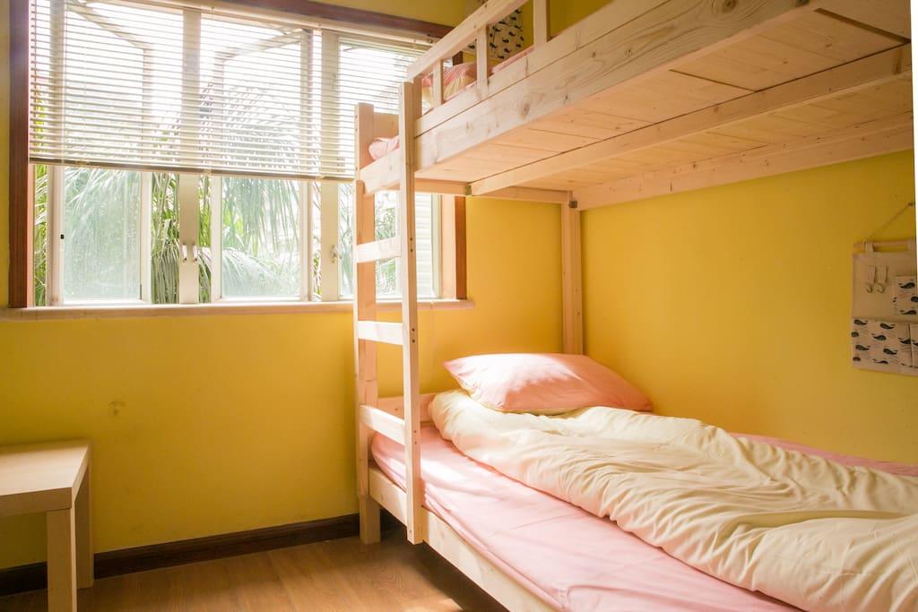 女生四人间(Four Bed Room)