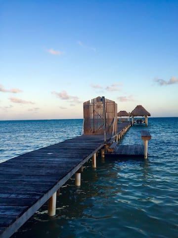 Comfortable Spacious Beach Resort Casita - San Pedro - Cabaña