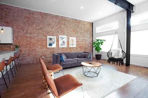 Loft in the Zoo • Premium downtown apartment!