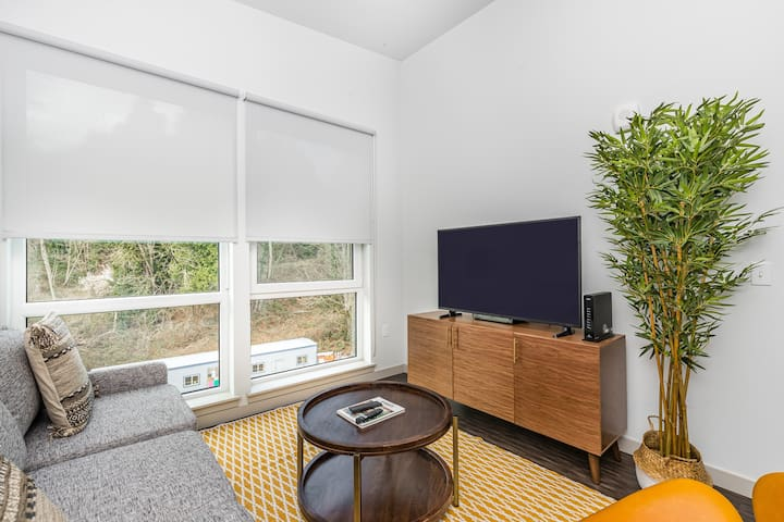 Modern 1BR in Bothell w/ 24/7 Gym + Pets OK