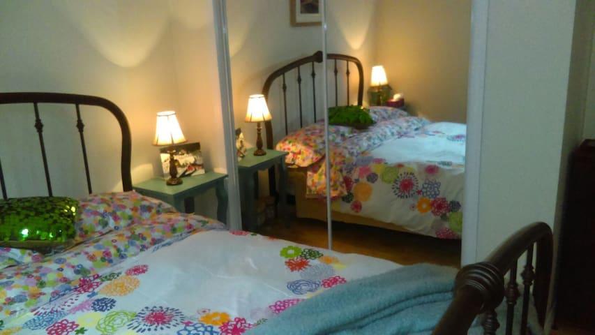 Beau sous-sol aménagé et chambre seule disponible