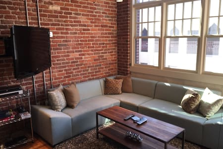 Modern Condo in Downtown Asheville - Asheville - Condominium