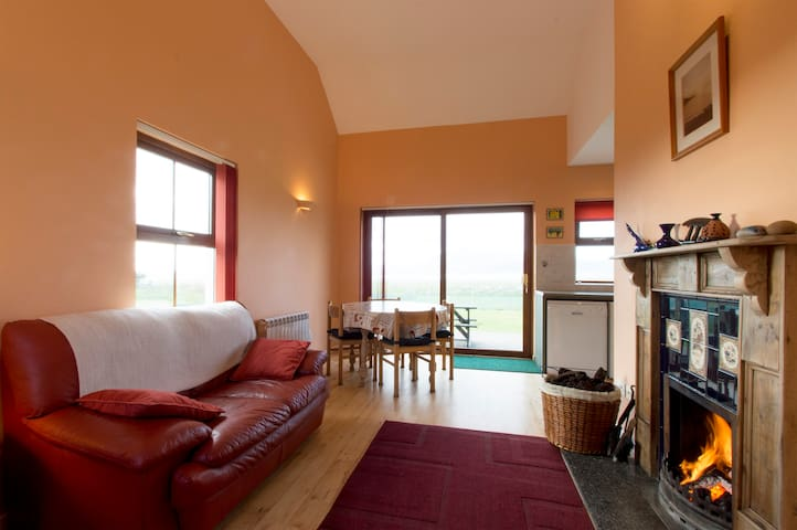 Minaun Cliff Cottages at the Sea - Achill  - บ้าน