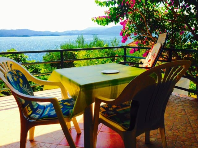 SEAVIEW Apartment w.large terrace 15m from the sea