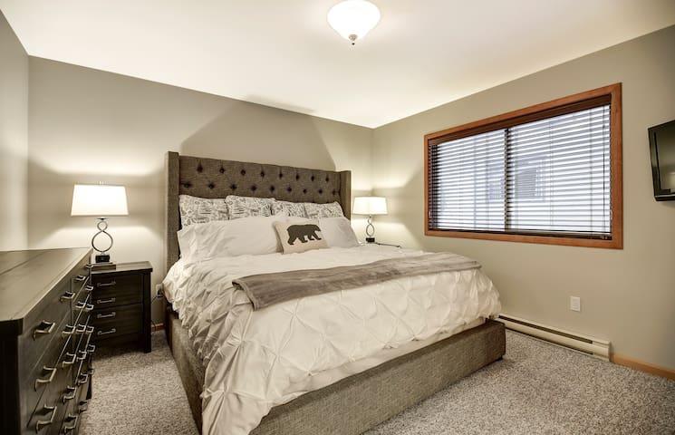 Master Bedroom (3rd Floor)