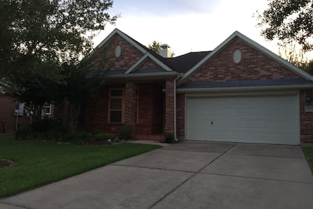 Beautiful home near the Heart of Houston - Pearland - 独立屋