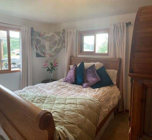 Sweet Bedroom in Historic Grand Lake
