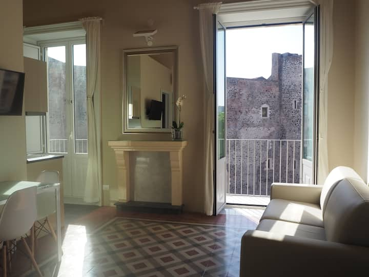 Bright apartment in the heart of Catania-Quarters4