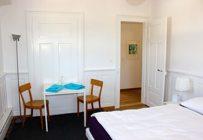 Helles Zimmer in Jugendstilhaus - Herisau - Apartamento