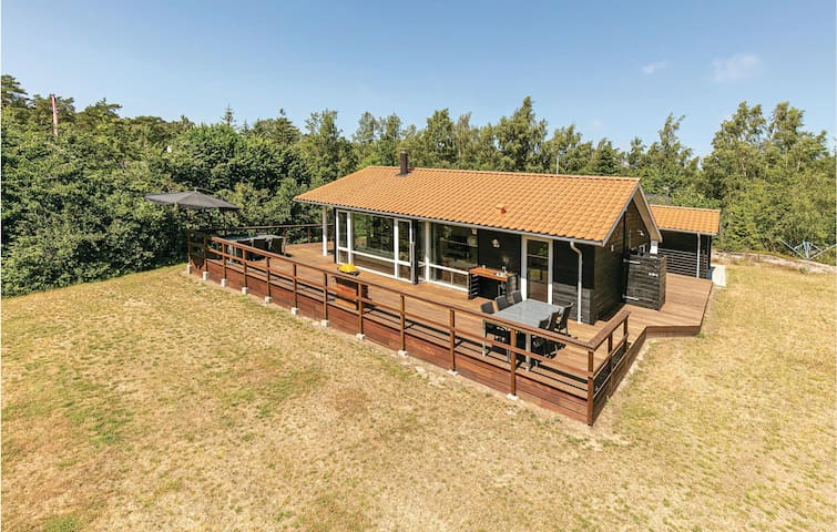 Holiday cottage with 3 bedrooms on 73m² in Aakirkeby