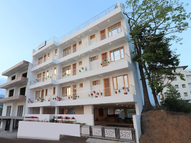 OYO - WoW^Deal - Picturesque 1BHK Homestay Near Canal Road