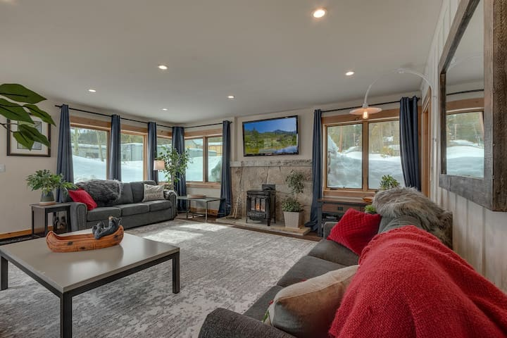 Gas fireplace, large flat screen in oversized living room
