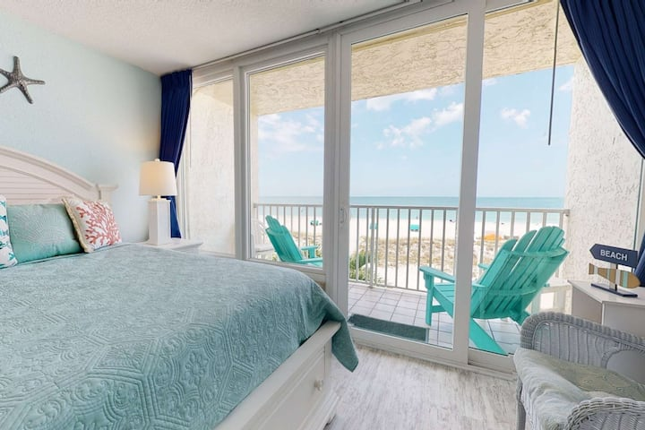 Stunning Views in this Beautifully Decorated Beachfront Studio with Private Balcony & Heated Pool
