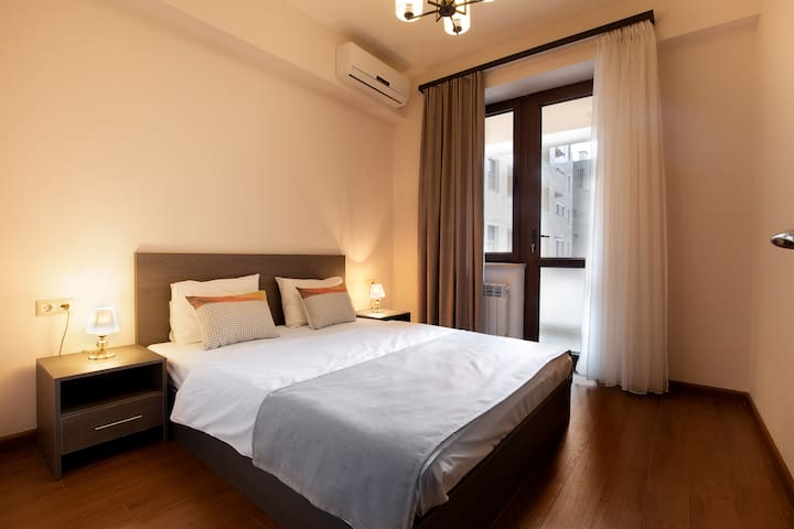 Business 1 BDR Apartment on Republic Square by RIS