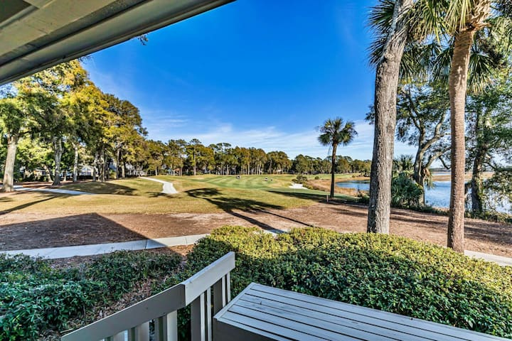 Golf Villa, stunning views. Close to Beaufort/Parris Island/2 Golf Courses/resort pool and amenities