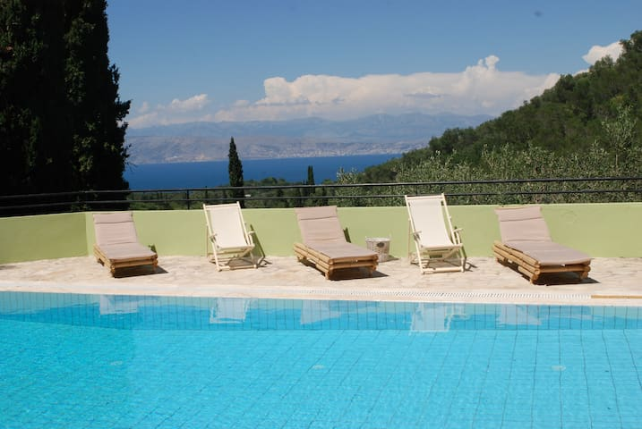 A picturesque villa for up to 6 people with a pool - Kassiopi - Vila